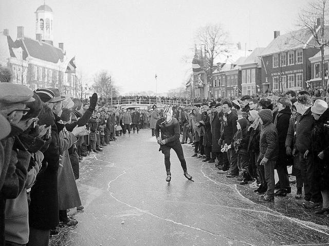 Koffie Kletz: Dutchmen on Skates